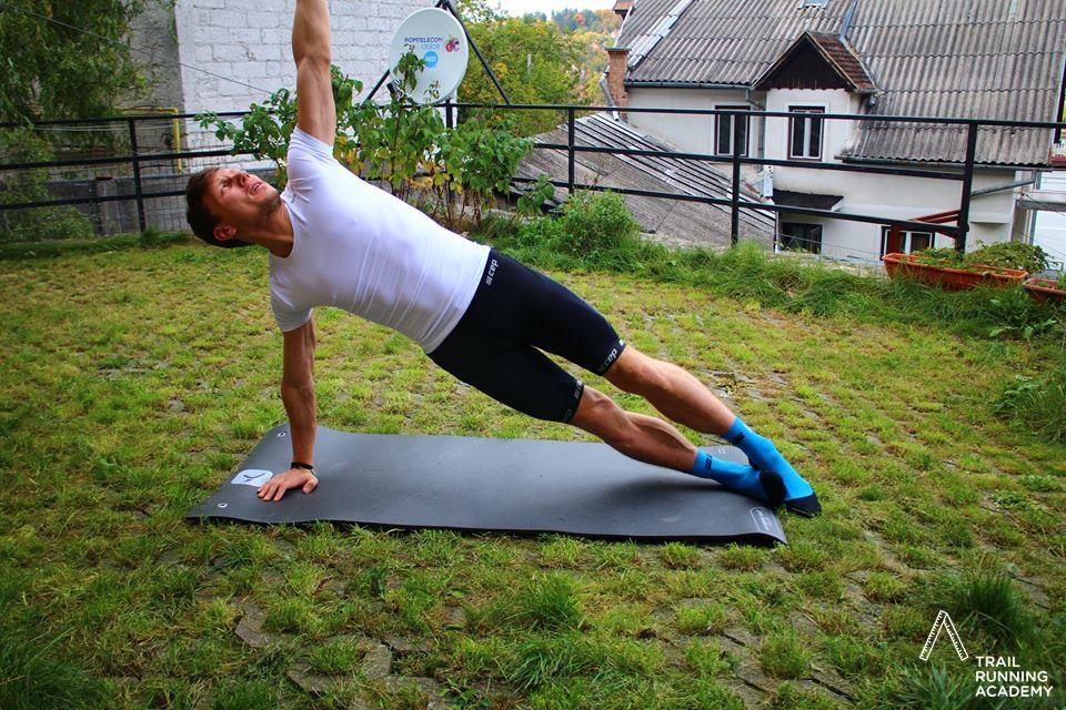 Plank lateral pentru alergatori Trail Running Academy