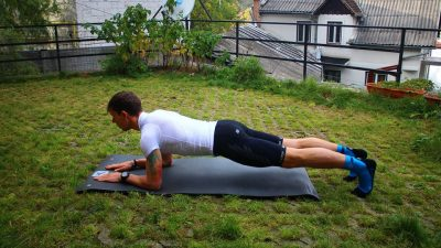 Plank pe COATE alergatori Trail Running Academy Blog