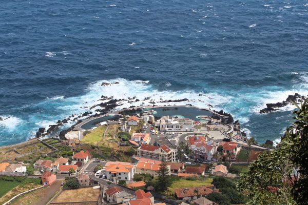 Porto Moniz- 10 locuri de vizitat in MADEIRA - TrailRunningAcademy.com